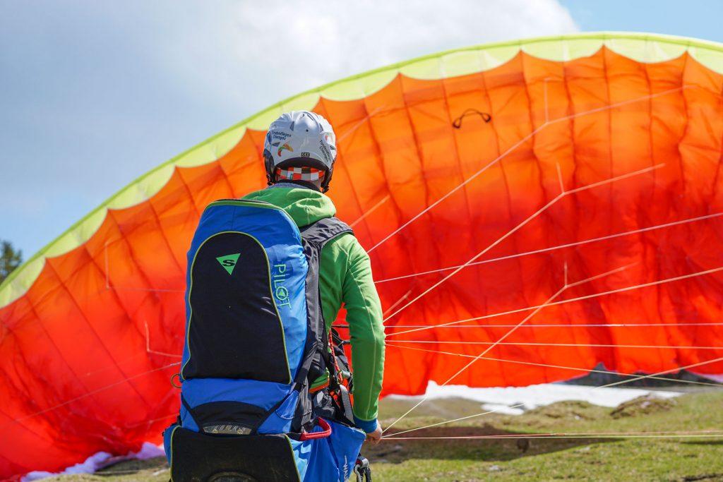 Paragliding-Tandemflug-Vorbereitung-Start-Paraglidingflug