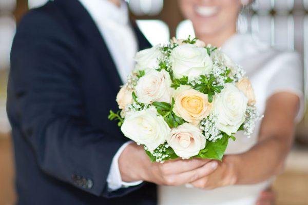 Heiratsantrag_Paragliding_Tandemflug_Gleiteschirm-Blumenstrauss