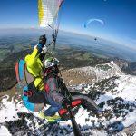 Paragliding_Tandemflug_Heiratsantrag_hoch_ueber_dem_Chiemgau